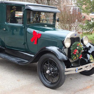 Christmas in the Country - Vintage Car